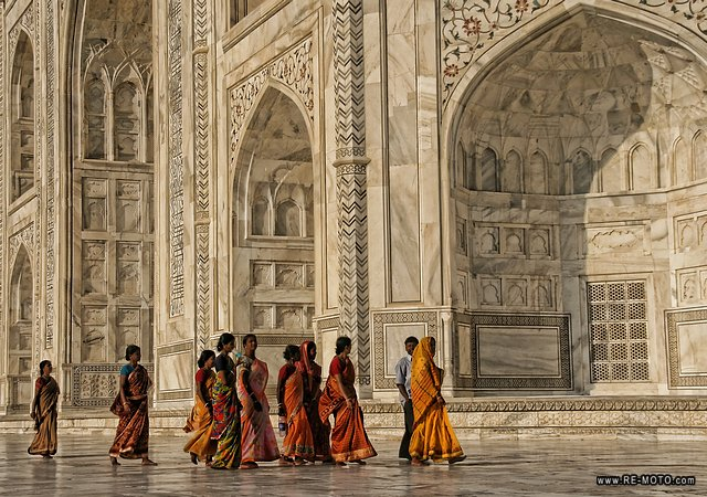The color that marble gives to the Taj is quite difficult to explain: it resembles a drawing.